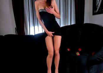 Imagen Hace un striptease para su marido antes de follárselo duramente