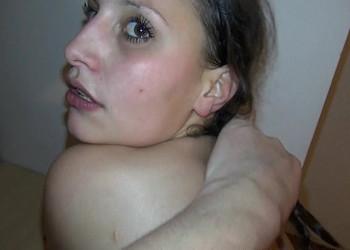 Imagen Joven estudiante acepta dinero a cambio de grabar porno