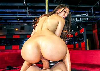 Imagen La stripper puso cachondo a su cliente meneando su pandero