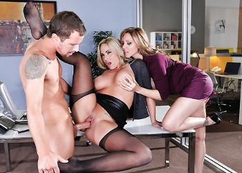 Imagen Las secretarias se lanzaron a por su rabo en medio del trabajo