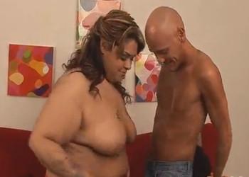 Imagen Latina obesa disfruta de la energía que le pone un señor mayor