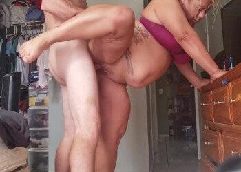 Imagen Latina obesa no se percata de la cámara que la está grabando