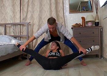 Imagen Luce su flexibilidad hasta acabar follando duro en la cama