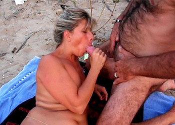 Imagen Madura exhibicionista no duda en dejarse follar en la playa