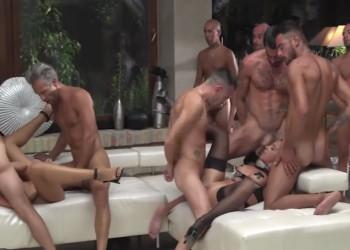 Imagen Mega orgía con varias golfas en casa de Rocco Siffredi