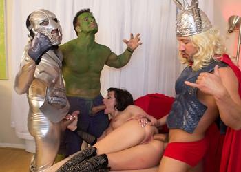 Imagen Parodia porno de Los Vengadores con un verdadero zorrón