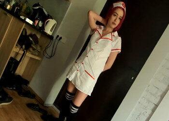 Imagen Usa su disfraz de enfermera para correrse junto a su chico