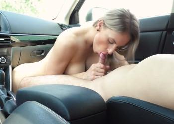 Imagen Zorra cachonda se la chupa a su chico en el parking